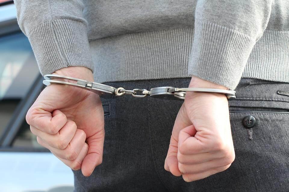Festgenommen von der Polizei