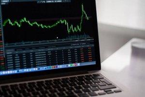 Computer mit Aktienmarkt