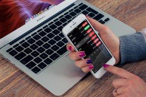 Handy und Laptop - Aktien