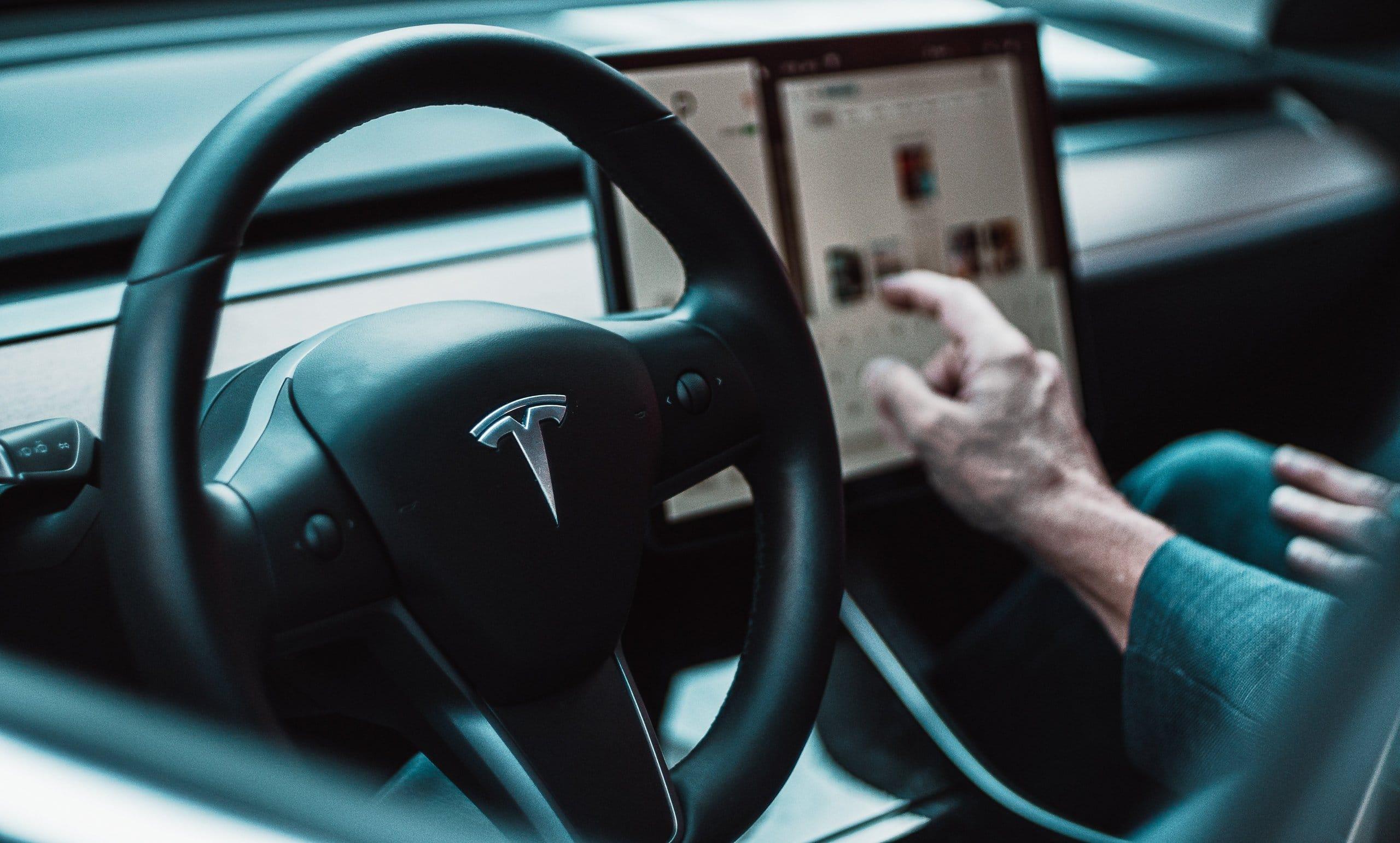 black Tesla steering wheel